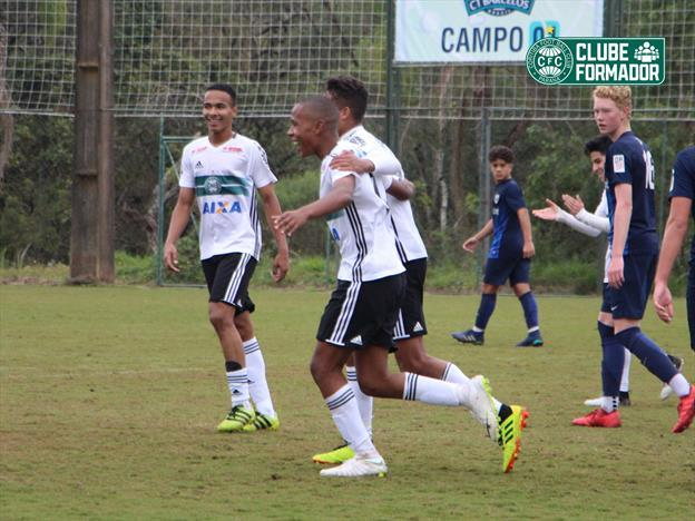 Sub-15 vence e segue vivo na briga por classificação